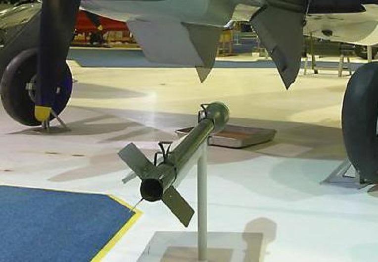 영국 공군의 독일군 기갑 차량 격파 필살 무기였던 RP-3 로켓탄 -German Panzer perfect striked Weapons by RCAF Hawker Typhoons  RP-3 Rocket